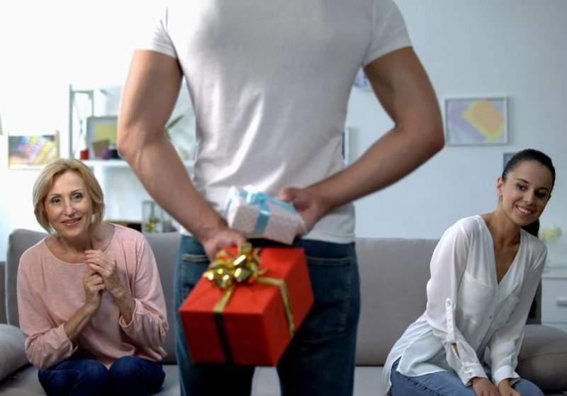 Quel cadeau offrir à sa belle-mère à Noël : nos idées originales