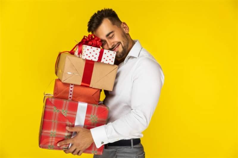 Cadeau femme : quelle idée pour faire plaisir à une jeune femme ?