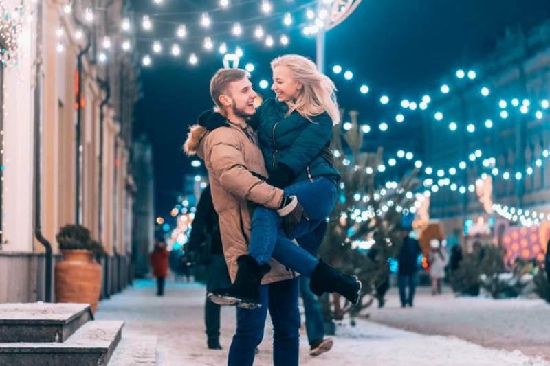 Quel cadeau offrir à sa copine pour Noël : nos meilleures idées