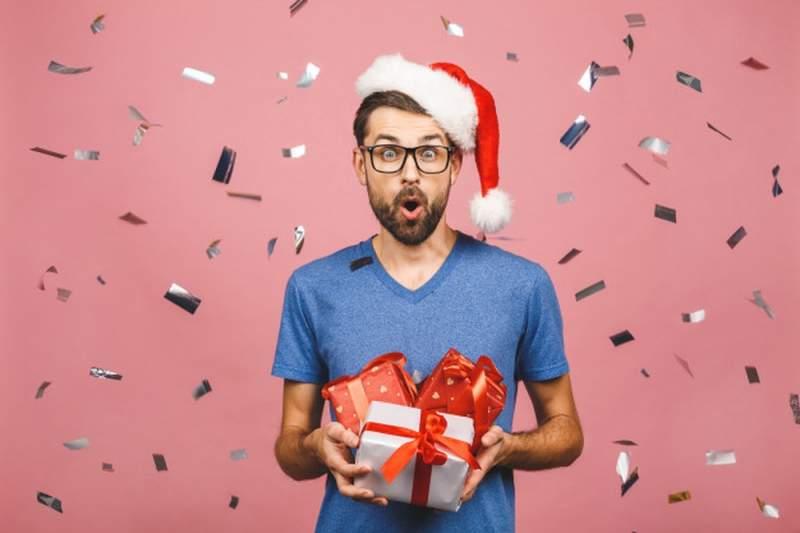 Quel cadeau offrir à son copain pour Noël : nos idées originales