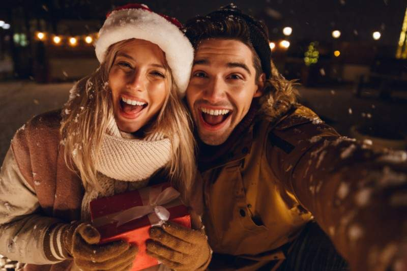 idee-cadeau-noel-couple-famille