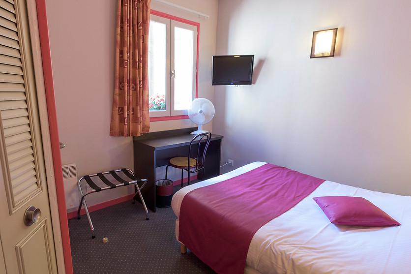 Nuit bordeaux l 39 h tel notre dame 33 wonderbox for Hotel notre dame bordeaux