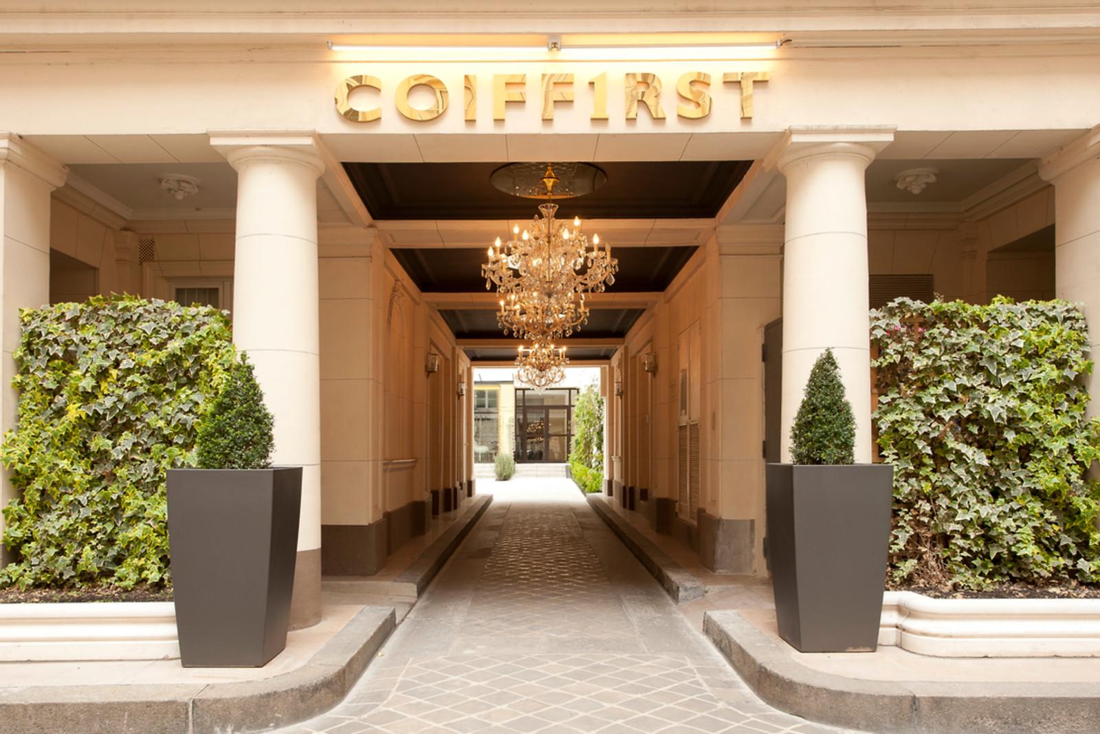 forfait coiffure chez coiffirst paris 8 me wonderbox. Black Bedroom Furniture Sets. Home Design Ideas