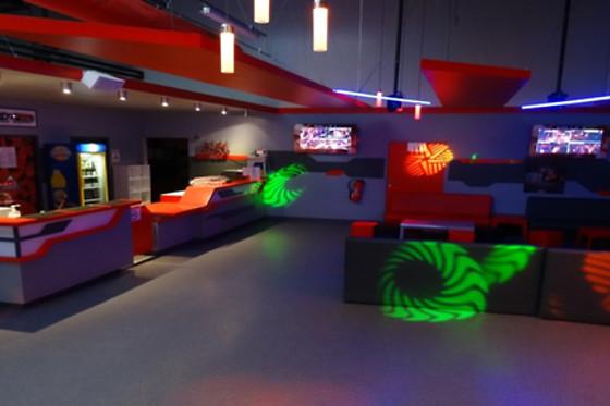 deux parties de laser game laser game evolution annemasse annemasse 74 wonderbox. Black Bedroom Furniture Sets. Home Design Ideas