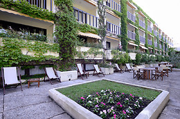 Hotel The Originals Villa Borghese