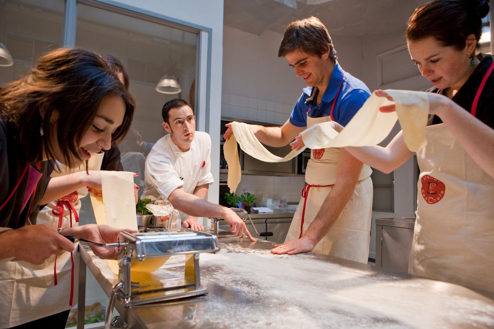 Un cours de cuisine l 39 atelier des chefs lyon 69 for Atelier de cuisine lyon