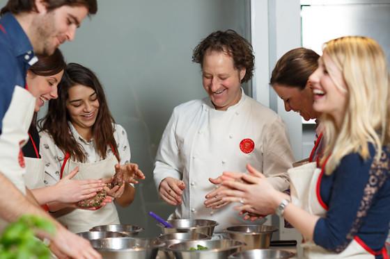 Un cours de cuisine l 39 atelier des chefs toulouse 31 wonderbox - Cours de cuisine atelier des chefs ...