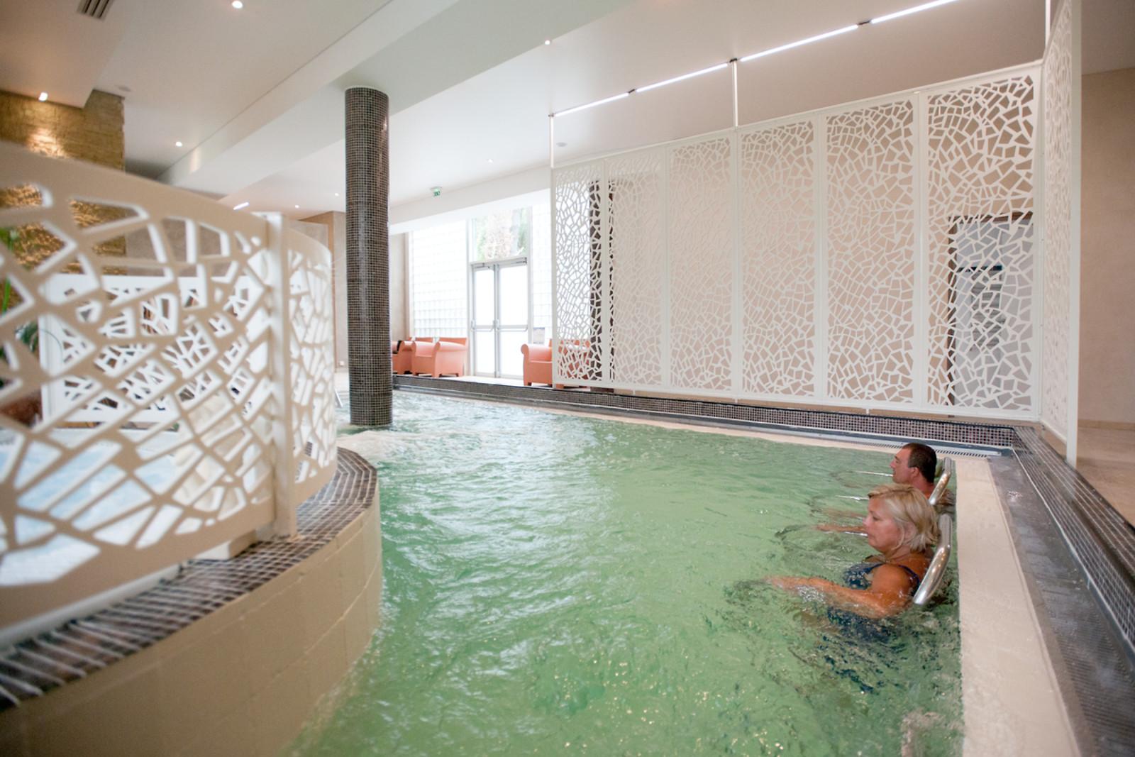 Espace d tente et bain l 39 institut quintessia orvault for Piscine orvault