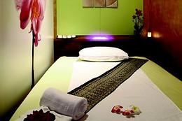 forfait coiffure chez coiffirst paris 75 wonderbox. Black Bedroom Furniture Sets. Home Design Ideas