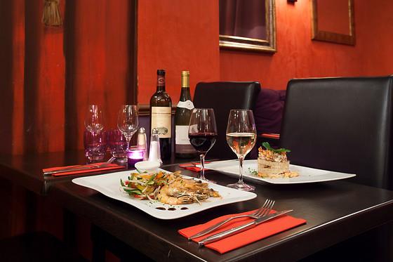 coffret cadeau tables romantiques avec vin champagne ou ap ritif wonderbox. Black Bedroom Furniture Sets. Home Design Ideas