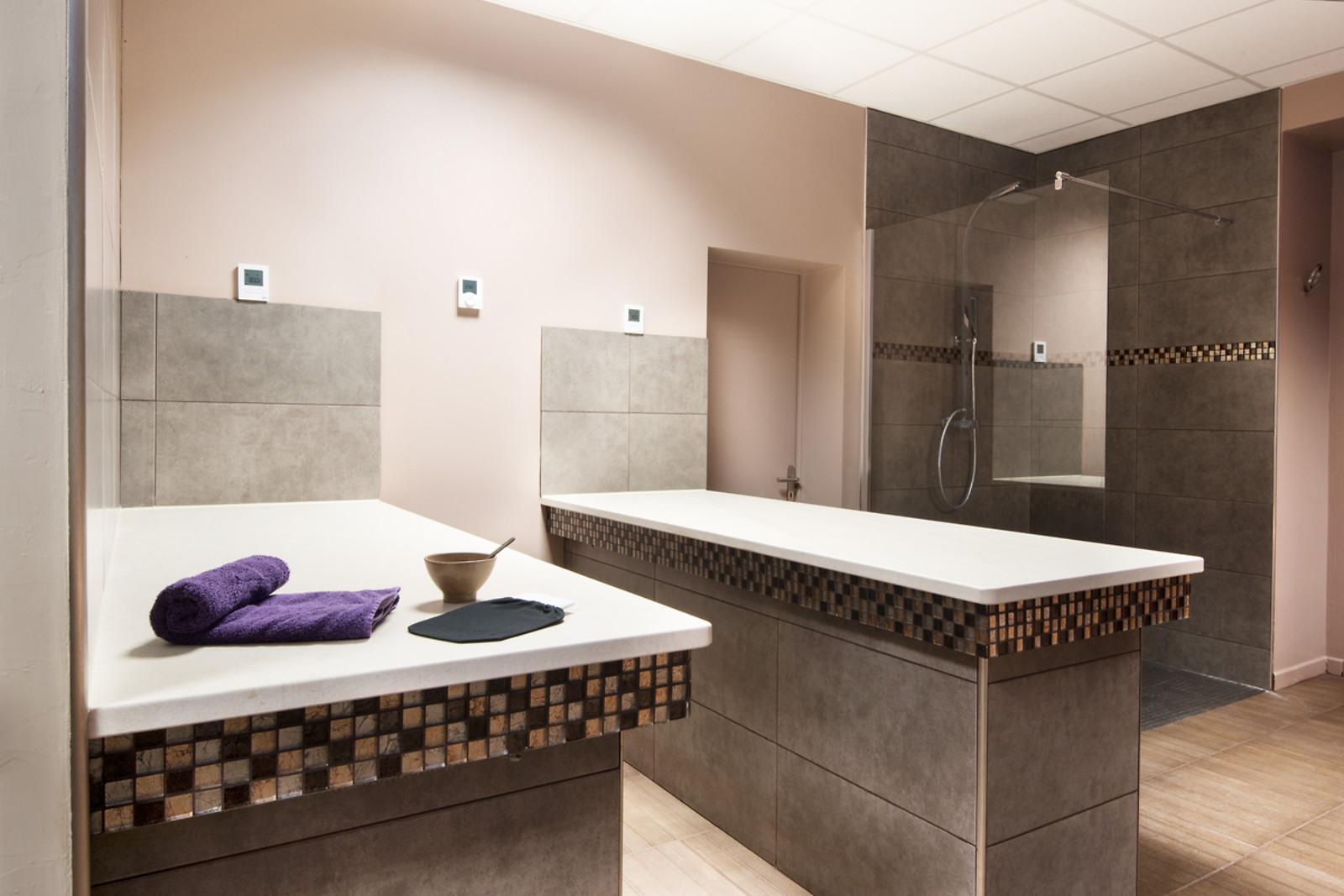soin et modelage dos chez sabrina beaut et spa angoulins 17 wonderbox. Black Bedroom Furniture Sets. Home Design Ideas