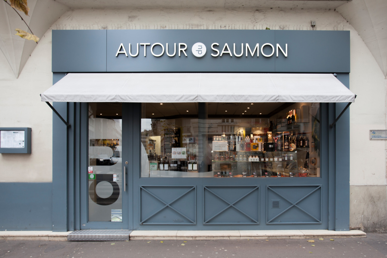 repas pour 2 au restaurant autour du saumon paris 75 wonderbox. Black Bedroom Furniture Sets. Home Design Ideas