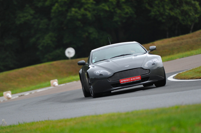 Pilotage d'une Aston Martin Vantage - Pilotage Passion - Circuit des Ecuyers (02) - photo 2