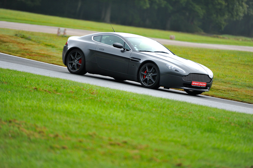 Pilotage d'une Aston Martin Vantage - Pilotage Passion - Circuit des Ecuyers (02) - photo 3