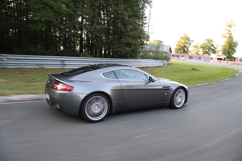 Pilotage d'une Aston Martin Vantage - Pilotage Passion - Circuit des Ecuyers (02) - photo 5