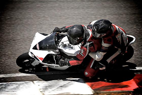 bapt me en moto racing team 2a circuit le luc 83 wonderbox. Black Bedroom Furniture Sets. Home Design Ideas