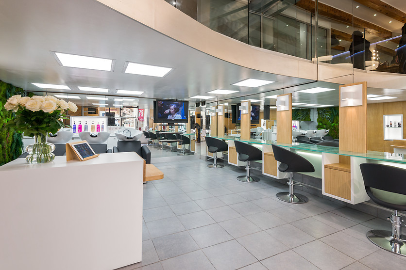 Shampoing et brushing chez Cartier Coiffure à Marseille (13) - photo 1