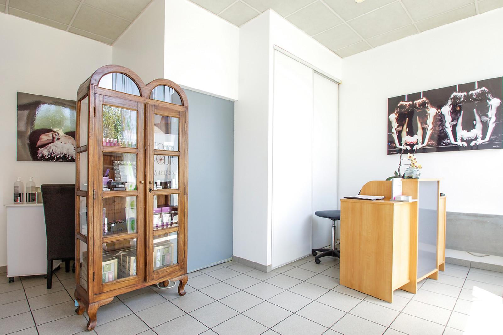 modelage aux pierres chaudes et french manucure l 39 espace. Black Bedroom Furniture Sets. Home Design Ideas