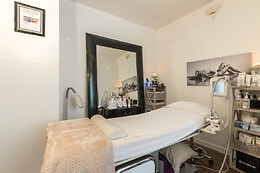 Massage à la bougie chez Clarys & Co. Alliance Beauté à Levallois-Perret (92)